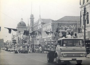 In July 1973, astronauts of the United State's last mission to the moon arrived in Karachi. Their visit was widely covered by the press and Pakistan Television (PTV). The astronauts were also honoured by a 'welcome motorcade procession' that travelled from Clifton Road till Tower area. The photograph shows the motorcade reaching the Saddar area that was decorated with Pakistani, American and PPP flags and colourful banners