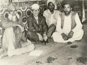 Famous American mystic, Samuel Lewis, seen here with the keepers of the Sufi saint, Data Ganj Baksh's shrine in Lahore (1962).
