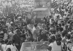 The first men on the moon land in Pakistan. Astronauts Neil Armstrong and Buzz Aldrin (the first men to land on the moon), arrived in Karachi in early 1970