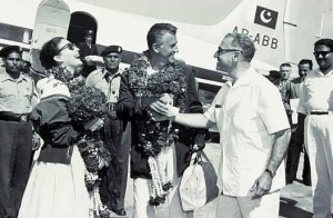 Hollywood stars Ava Gardner and Stewart Granger arrive at Lahore Airport, 1954. The actors arrived in Lahore with a full filming crew to shoot a major portion of the film 'Bhowani Junction.'