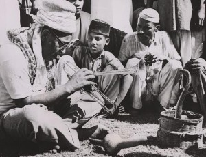 Legendary jazz saxophonist and trumpeter Dizzy Gillespie, visited Pakistan during 1950s. Here, he is seen playing his sax with a Sindhi snake charmer at a public park in Karachi in 1954.