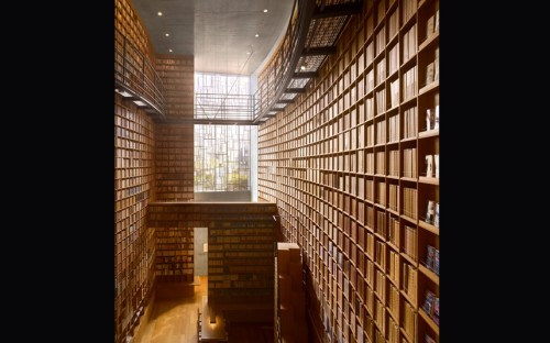 Designed by Tadao Ando, the museum is home to the 20,000 books collected during his lifetime by the historical novelist Shiba Ryotaro.