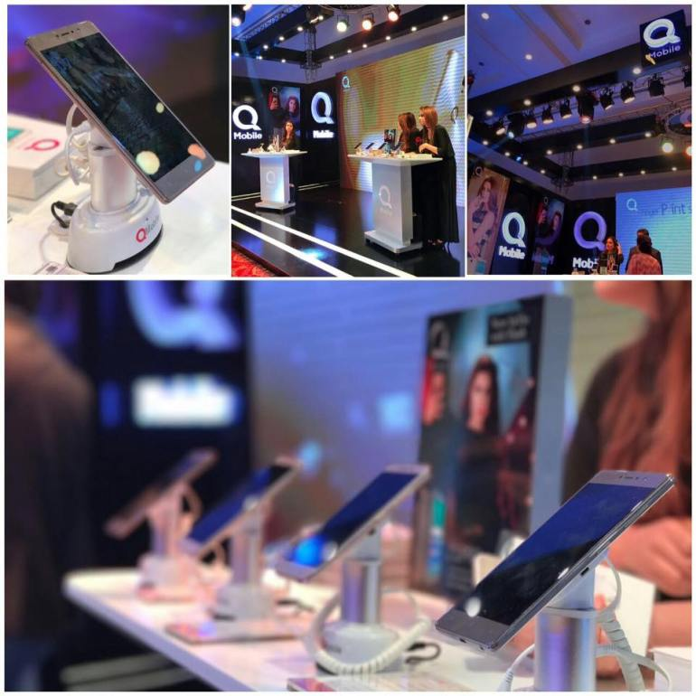 An inside view of the #QMobile kiosk at the 13th Hum Bridal Couture sponsored by QMobile.  (P.C. QMobile Facebook Page)